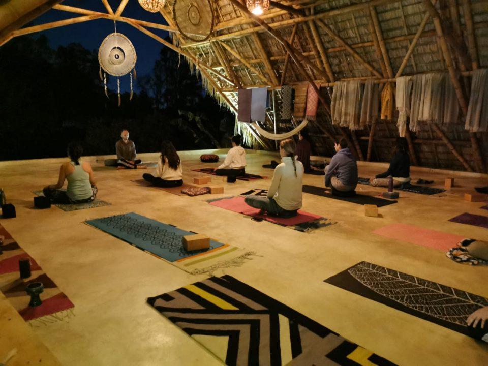 lumbagia yoga terapeutico